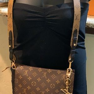 "LV 26"" Toiletry w/ Bandouliere XL"